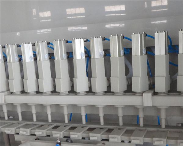 Szczegóły antykorozyjnej maszyny do napełniania 16